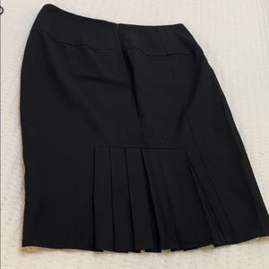 He limited size 4 black skirt pleated on back